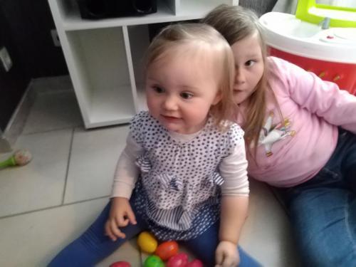 Je joue avec ma grande sœur